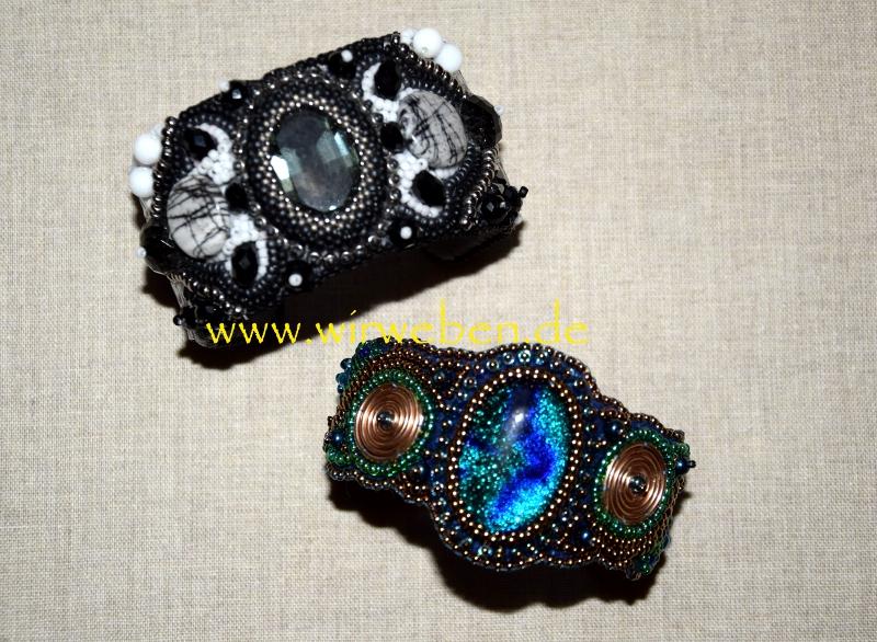 Zwei Armreifen aus Perlen